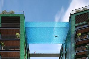 Une piscine suspendue entre deux immeubles